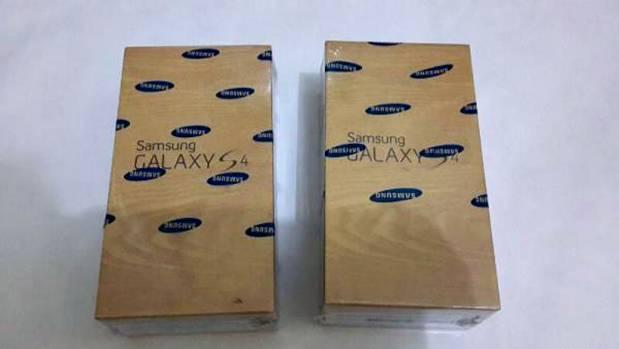Ketahui Perbedaan Samsung Galaxy S4 Asli dan Palsu (Supercopy)